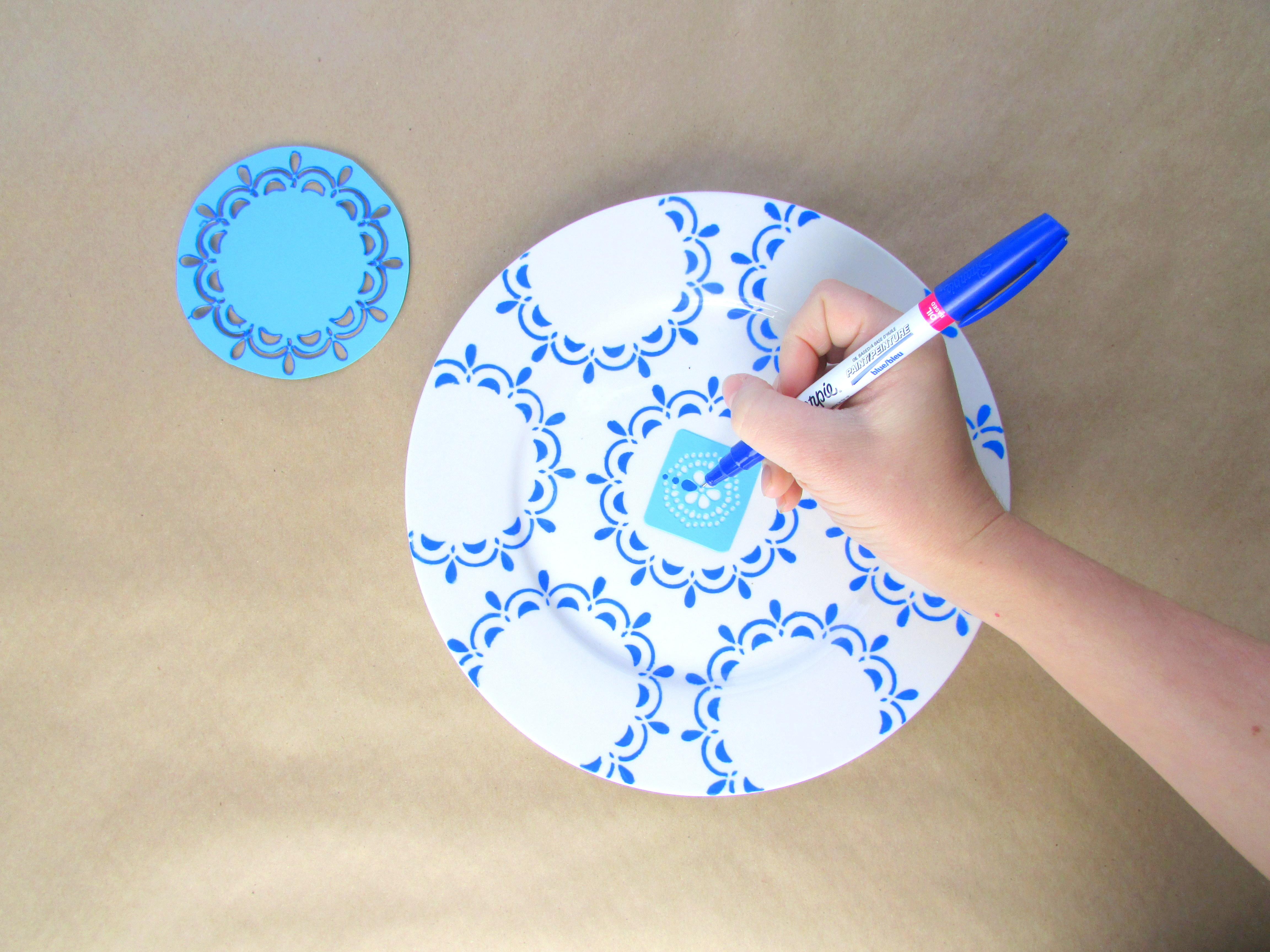 Hand Painted Blue White Plates Housebeautiful Com Feature Francois Et Moi
